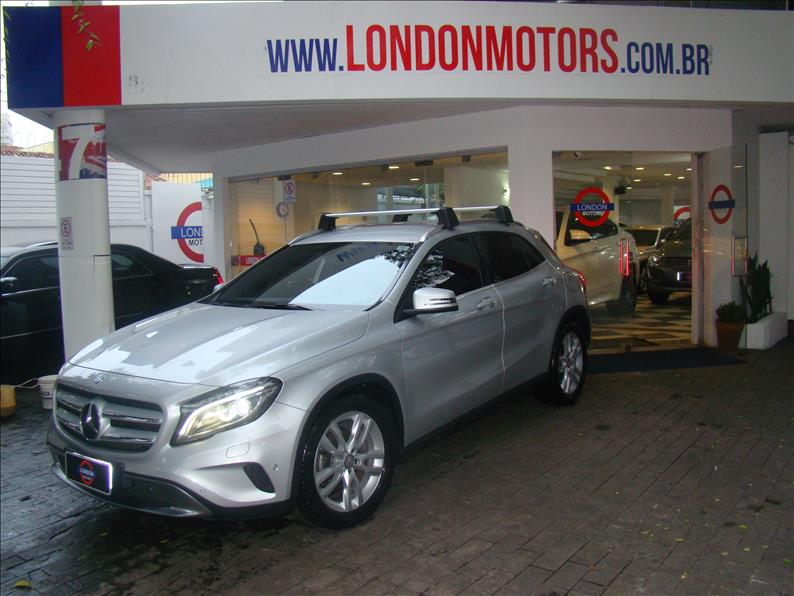 Mercedes-Benz-GLA 200-1.6 CGI ADVANCE 16V TURBO GASOLINA 4P AUTOMÁTICO