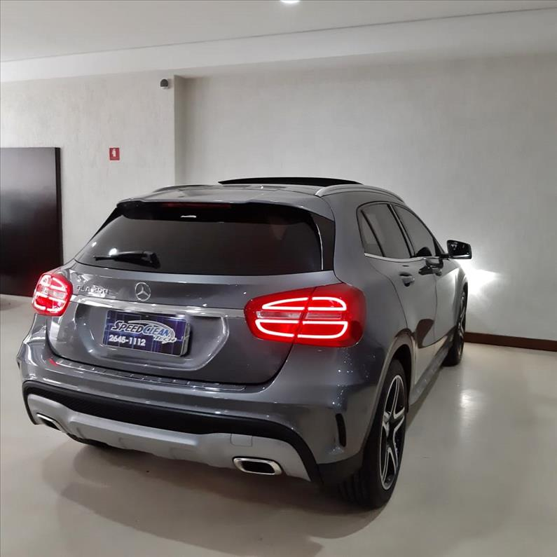 MERCEDES-BENZ GLA 250