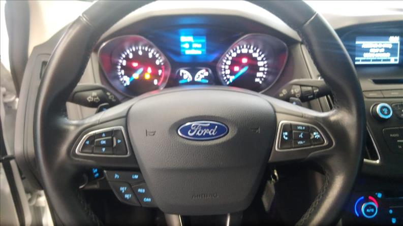2016 Ford FOCUS 2.0 SE Sedan 16V