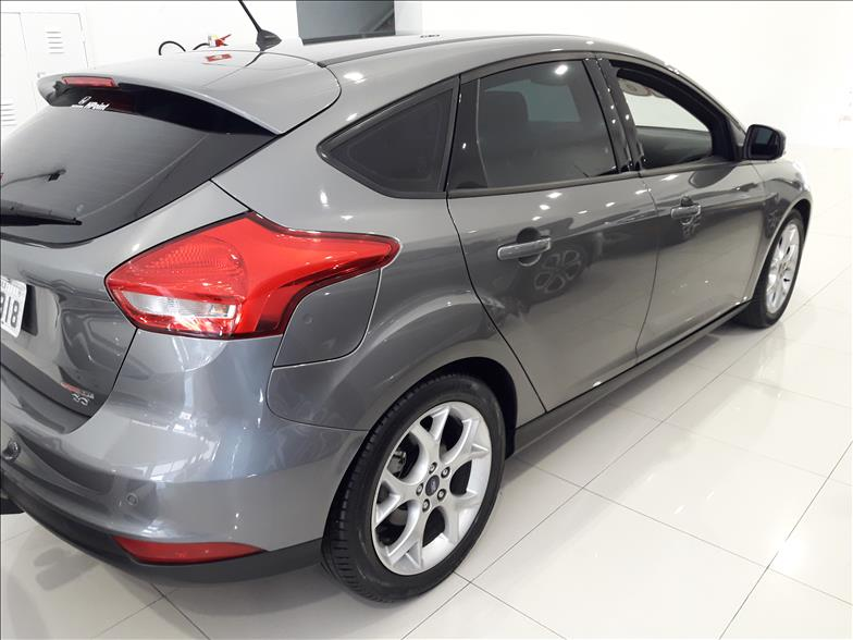 FOCUS   2.0 SE Plus 16V  -      									2015/2016 | 18910 km -      									Flex | Cinza