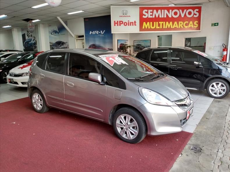 FIT   1.4 LX 16V  -      									2013/2014 | 81125 km -      									Flex | Cinza