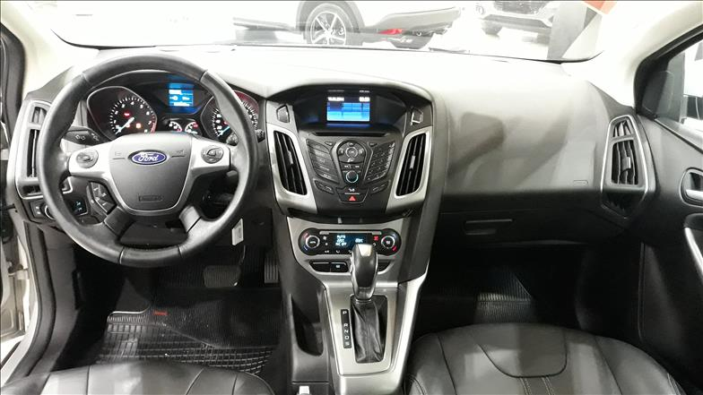 FOCUS   2.0 SE Hatch 16V  -      2014/2015 | 67000 km -      Flex | Prata