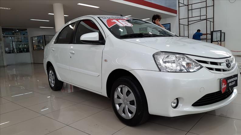 TOYOTA-ETIOS-1.5-XS-Sedan-16V